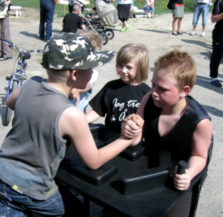 youngers armwrestling